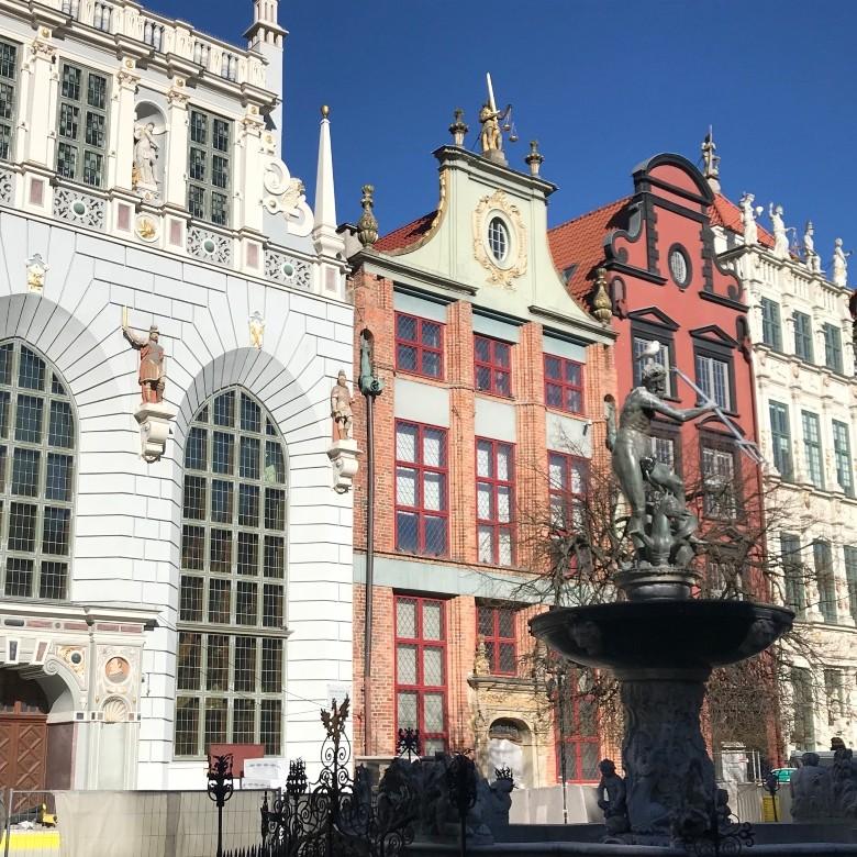 neptuen fountain and artur court gdansk